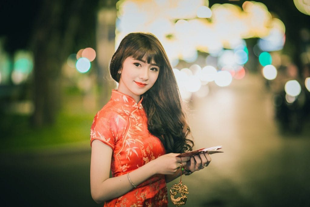 You must be creative in communicating and flirting with Chinese beautiful girls