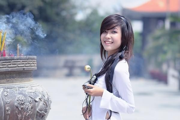 Beautiful Chinese women dream of big expressive eyes
