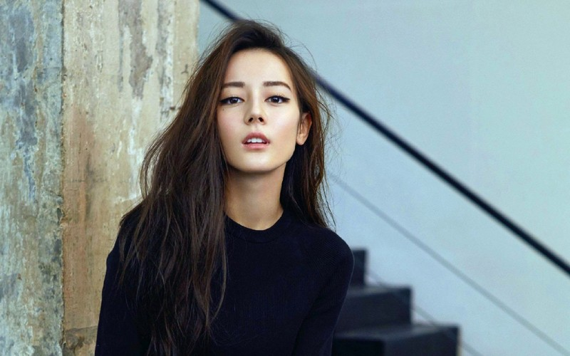 Every pretty Chinese girl strives to bring her appearance closer to the European one